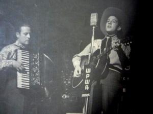Dick Thomas san Sue City Sue accompanied by accordion c. 1951